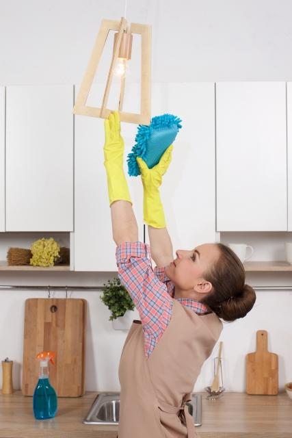 知っててほしい天井・床掃除の極意